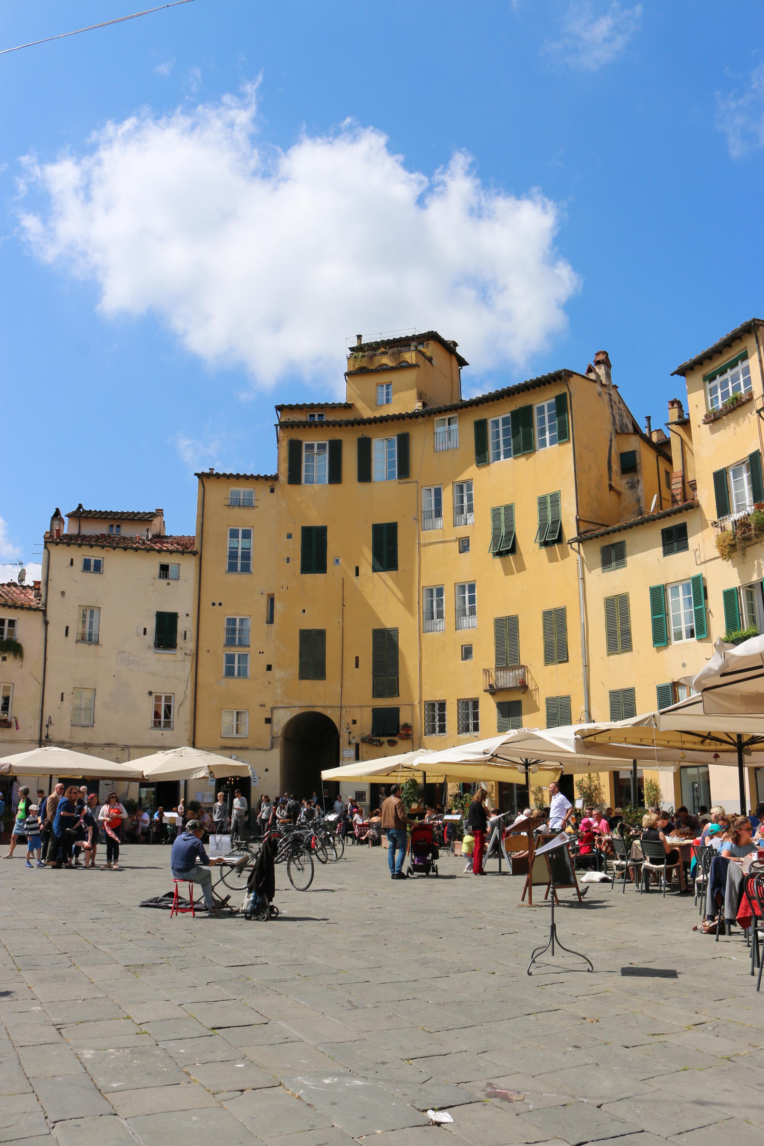 Autour de Florence : Lucques ( Toscane)