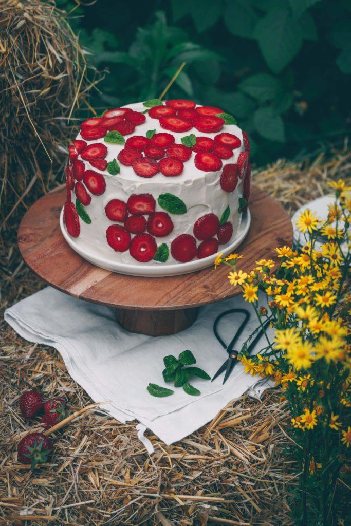 dressage gâteau fraise en forme de fleur